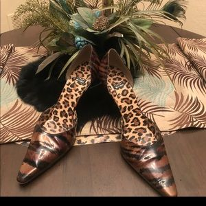 Stuart Weitzman Bronze Tiger Snake Shoes 7 1/2 M